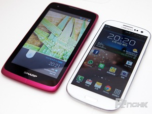 Sharp-SH530U-Android-smartphone
