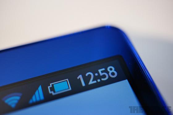 Sharp představuje mobil s IGZO displejem