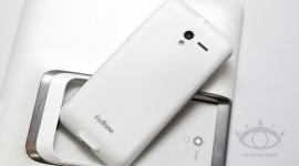 Padfone 2 v bílém a s Androidem 4.1/4.2