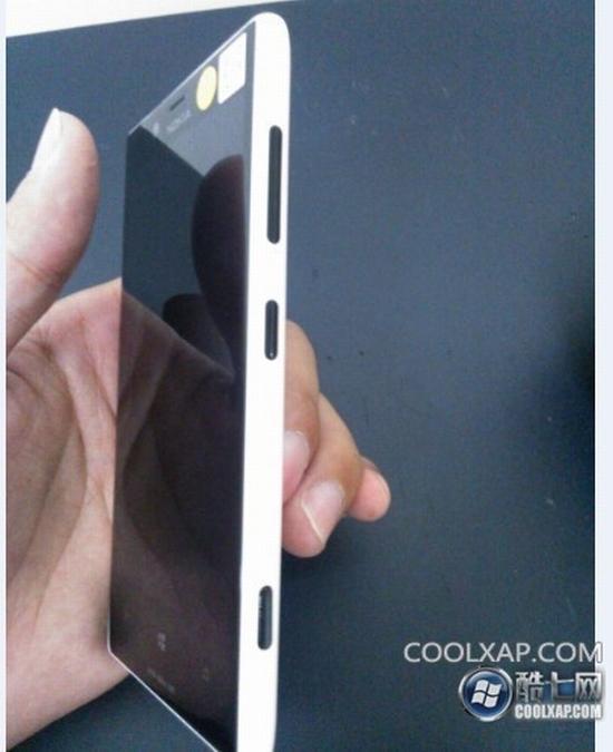 Nokia Lumia 830: První uniklé snímky z Číny