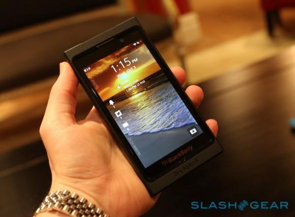 BlackBerry 10 vs. iPhone 5 vs. Windows Phone 8 [videa]