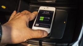 Bezdrátové dobíjení smartphonu v autě jako součást výbavy