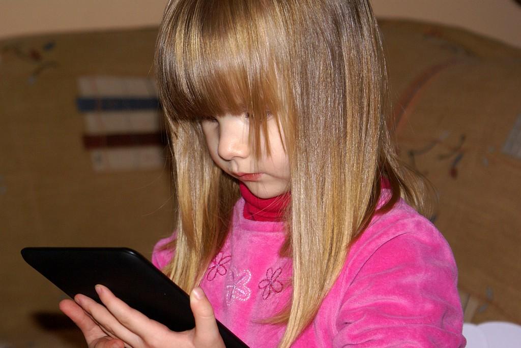 Mobil nebo tablet pro tříleté škvrně? Ano!