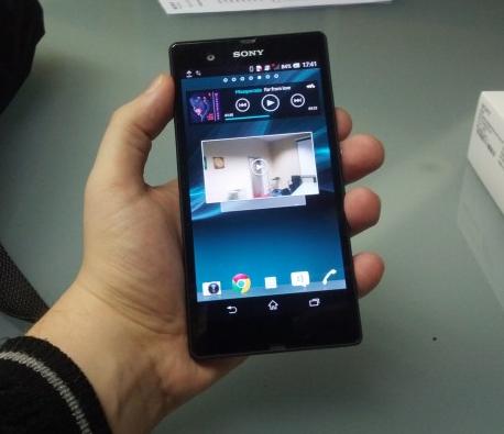 Sony Xperia Z – první pohled s vodní lázní [video]