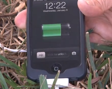 Nabíjejte mobil pomocí ohně [video]