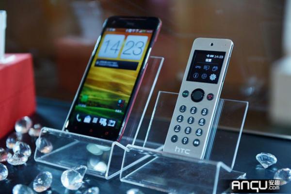 HTC Mini vypadá jako mobil, ale není to mobil [video] #Technologie