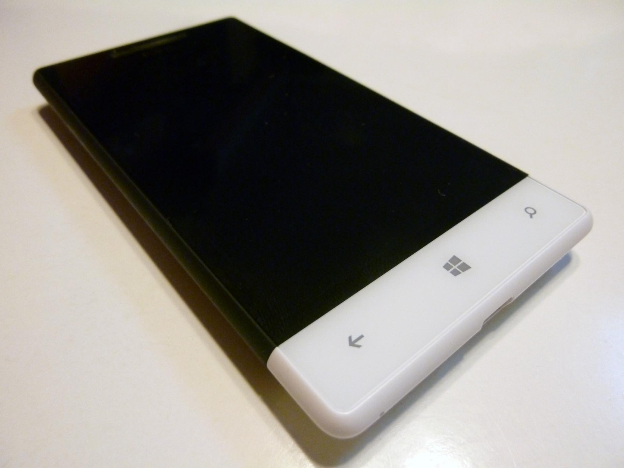 HTC 8S: Král střední třídy pod taktovkou Microsoftu [recenze]
