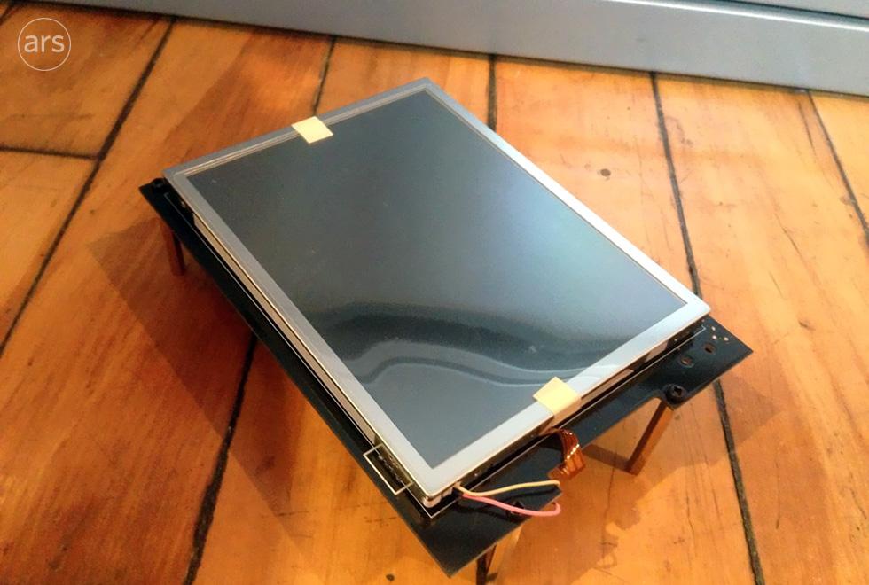 Prototyp iPhonu z roku 2005 na fotografiích
