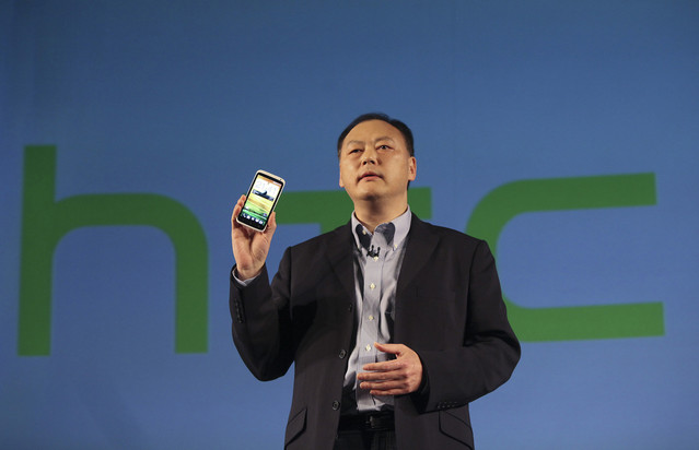 HTC zaznamenalo pokles zisku o 98 %