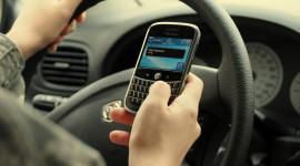Diktování textu není bezpečnější než psaní při řízení vozidla [studie]