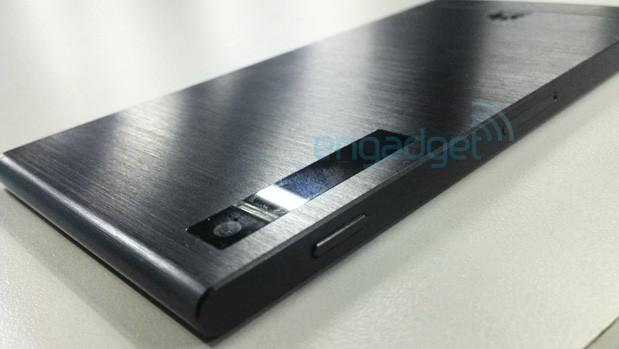 Huawei P6-U06 zaujme tělem z kovu