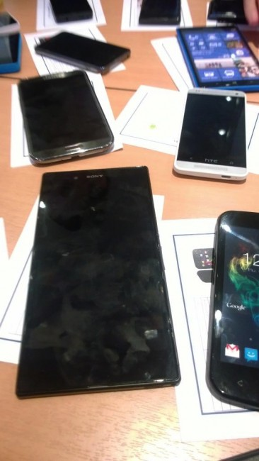 Sony Xperia Togari, Lumia 1030 a HTC One mini na jedné fotografii?