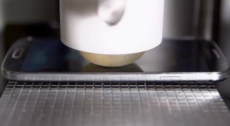 Testování odolnosti Galaxy S4 v podání Samsungu [video]