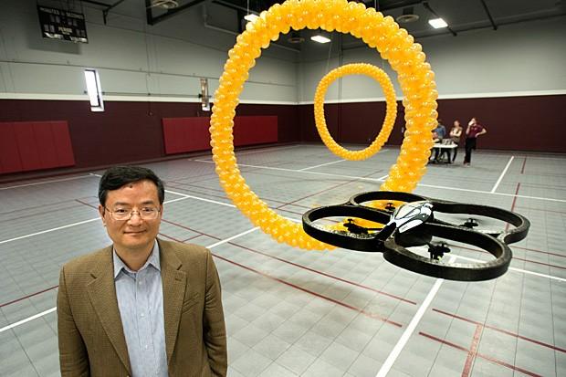 Parrot AR.Drone – pro ovládání bude stačit mozek