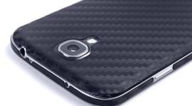 Samsung opustí plasty a zamíří k uhlíkovým vláknům?