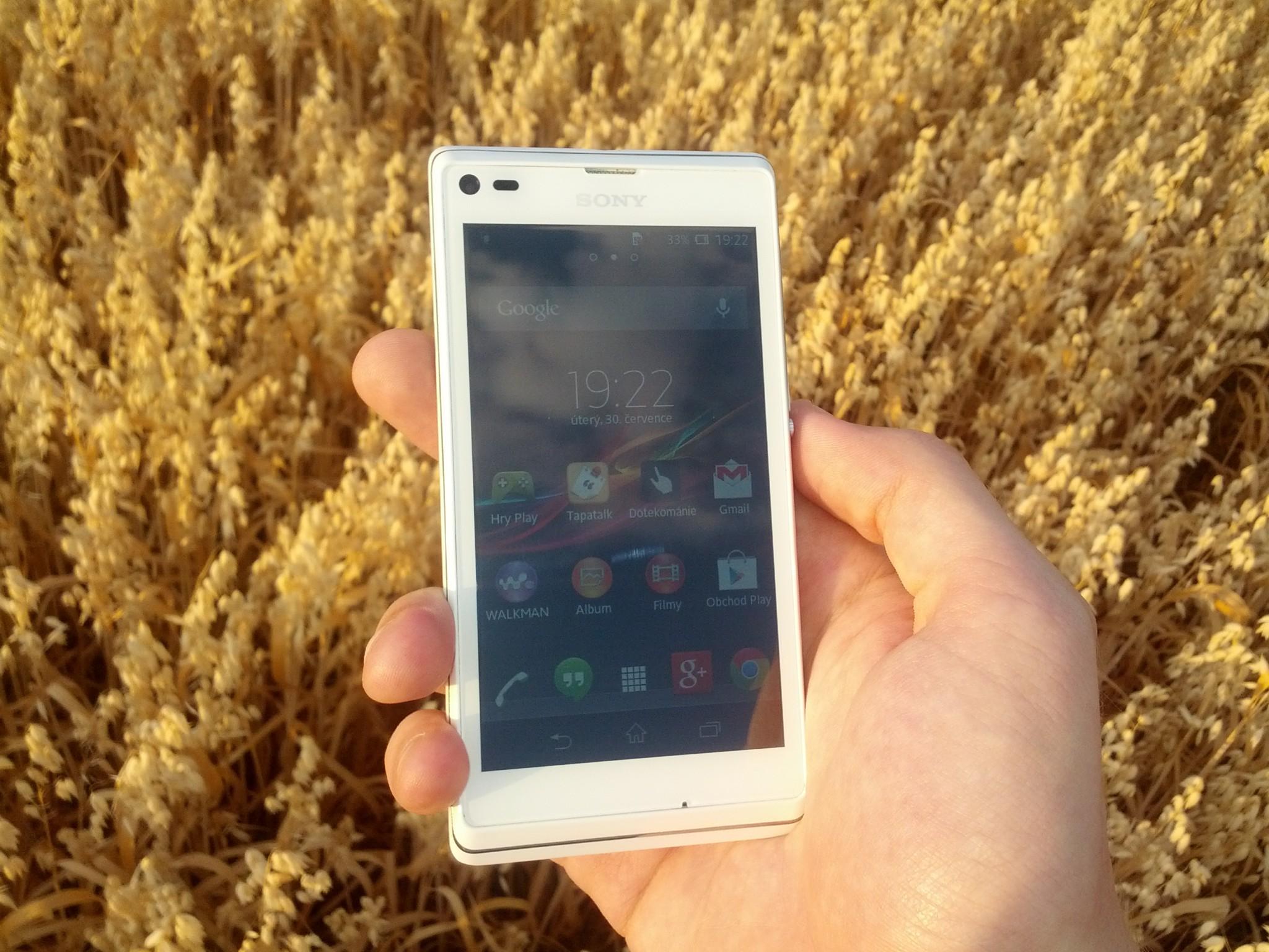 Sony Xperia L: Kombinace výkonu a elegance [recenze]