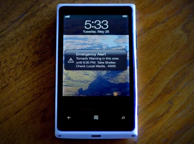 Nokia Lumia 900 s iOS od Applu? To je nepovedená reklama americké vlády