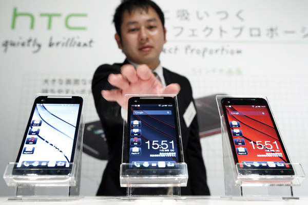 HTC CEO Peter Chou Unveils New HTC Smartphones