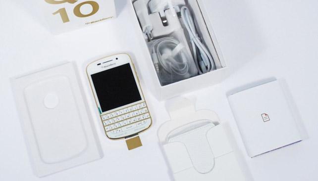 BlackBerry Q10 ve zlato-bílé barvě představen v Emirátech