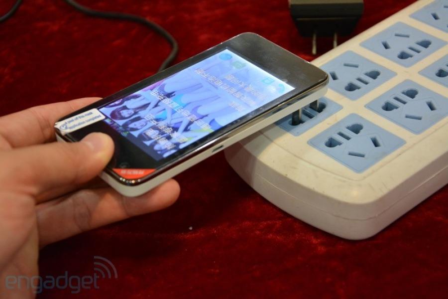 Smartphone Daxian N100i nepotřebuje nabíječku