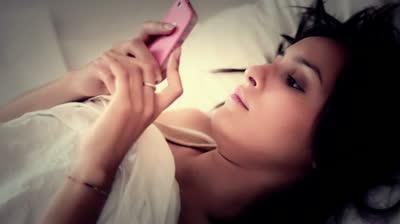 Smartphony mohou poškodit zrak – chirurg mluví o epidemii