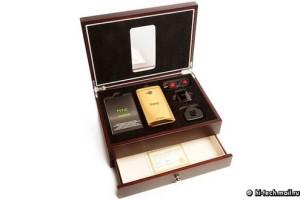 HTC One Gold Edition - prodejní balení
