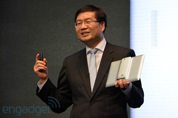 Asus představil mírně vylepšený PadFone Infinity