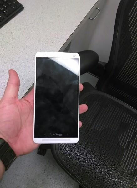 HTC One Max na nových fotografiích. Tentokrát pro Verizon.