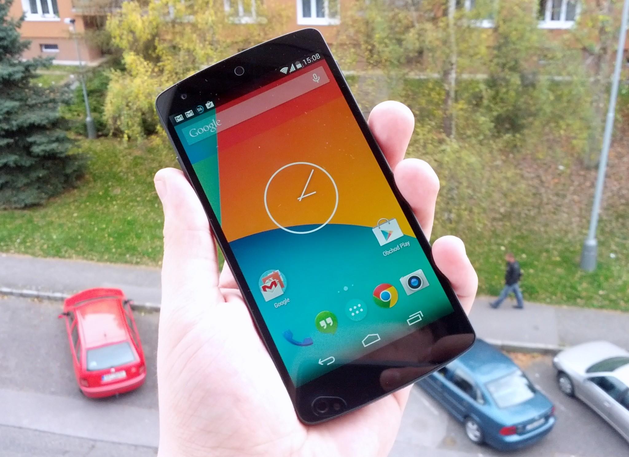 Google Nexus 5 – rozbalení a první dojmy [video]
