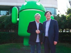 google-ceo-larry-page-with-lenovo-ceo-after-motorola-sale