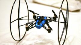 Parrot uvedl dva nové drony – skákající a létající