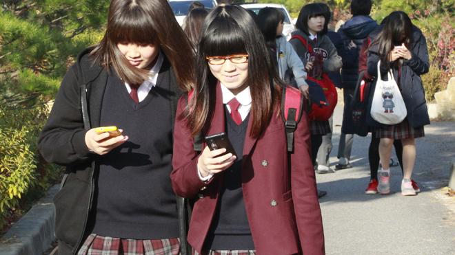 Učitelé v Jižní Koreji budou vzdáleně ovládat žákům telefony