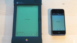 800px-Apple_Newton_and_iPhone