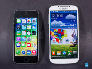 Apple-iPhone-5s-vs-Samsung-Galaxy-S4-001