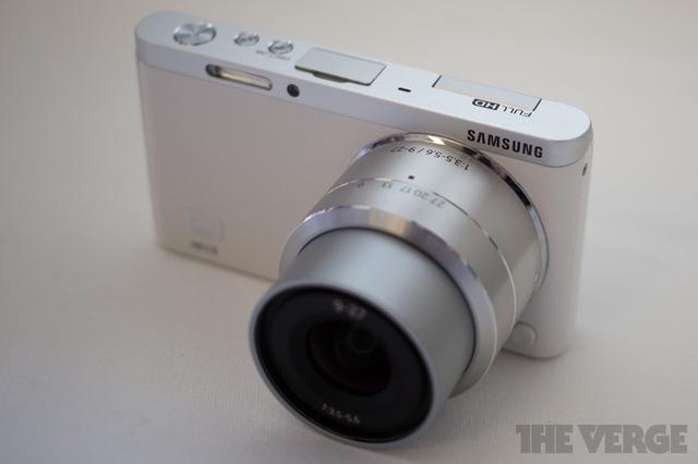 Samsung představil fotoaparát NX Mini