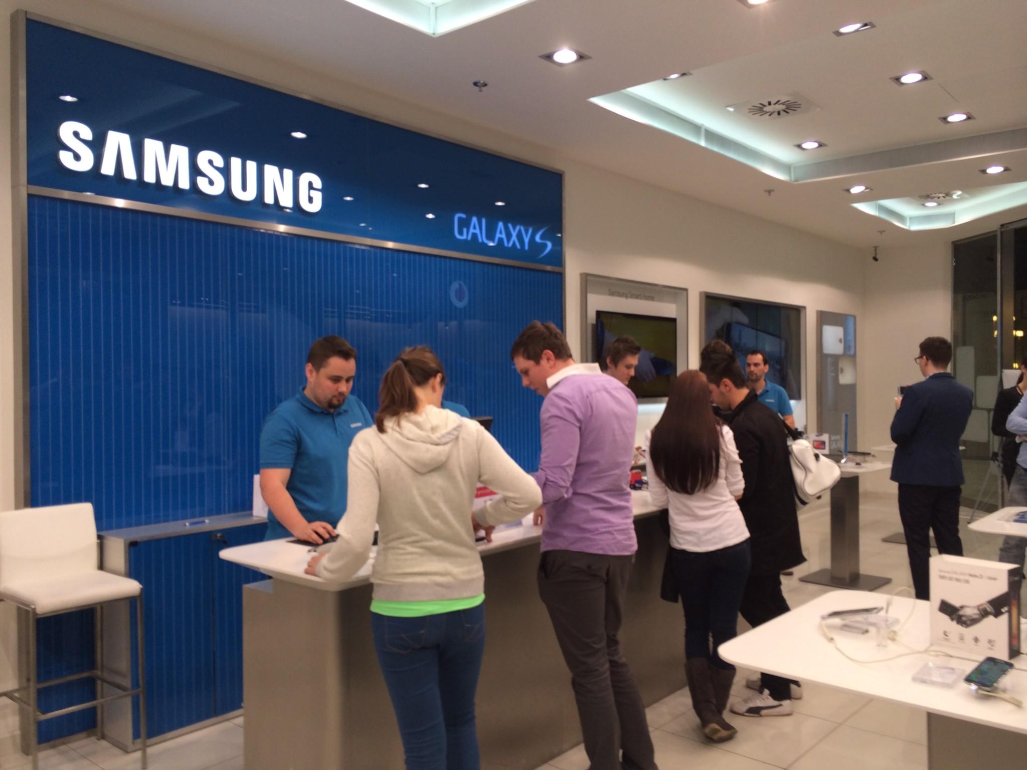 O nový Galaxy S5 byl ve světě velký zájem