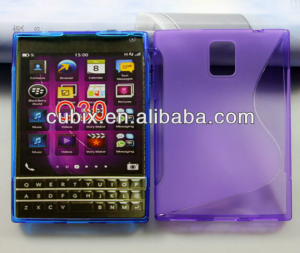BlackBerry Q30 v obalu
