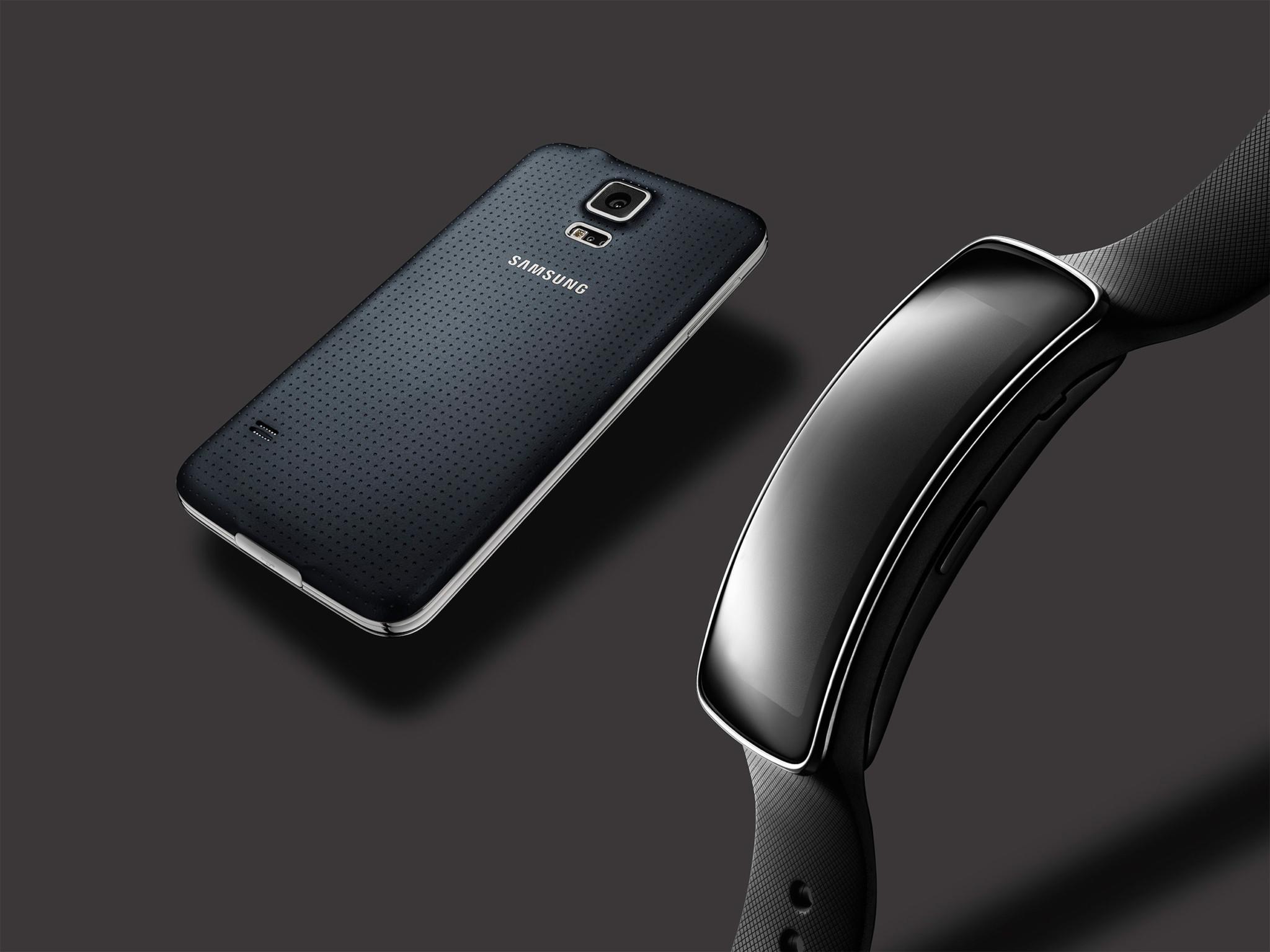 Samsung rozdá 120 náramků Gear Fit při nákupu Galaxy S5
