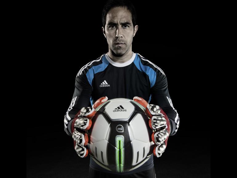 Adidas miCoach Smart Ball: chytrý míč propletený senzory