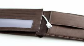 Peněženka JUST WaLLET nabije váš smartphone energií