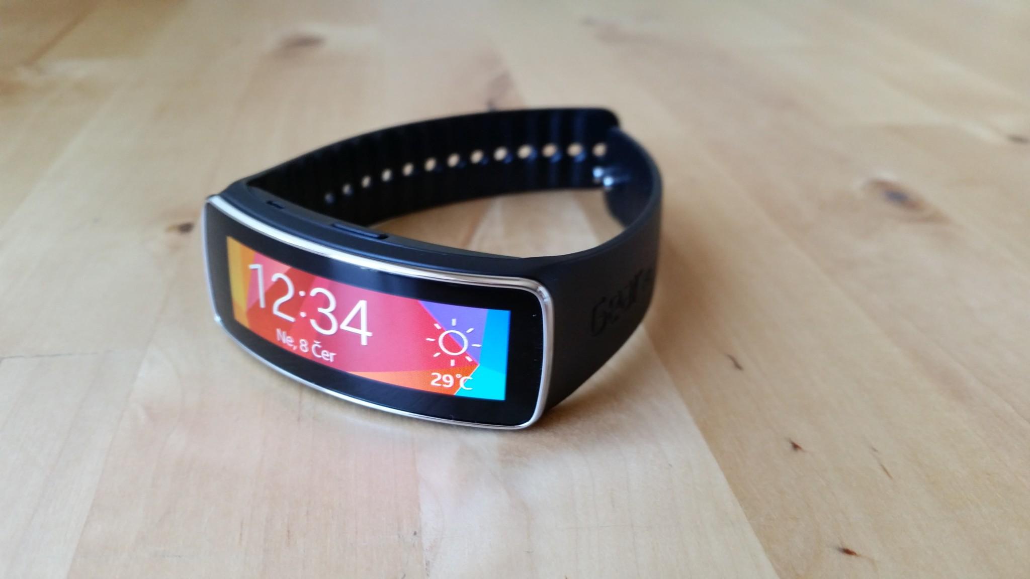 Samsung Gear Fit – chytrý náramek pro sportovce [recenze]