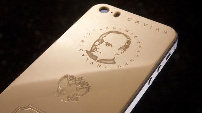 Putin na pozlaceném krytu iPhonu 5s