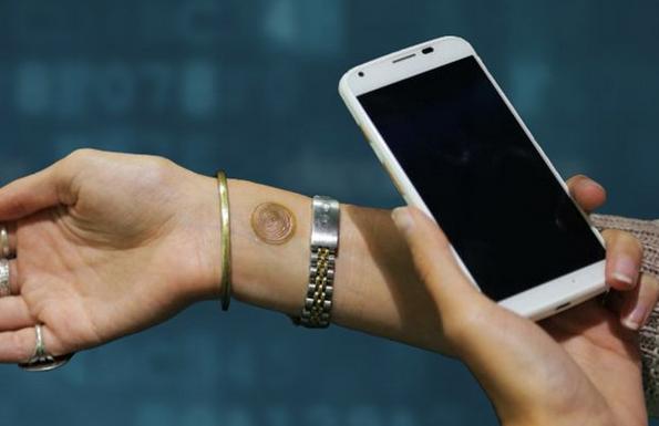 """S digitálním """"tetováním"""" od Motoroly odemknete smartphone"""