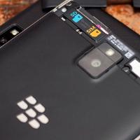 Nové fotografie BlackBerry Passport vás zaujmou