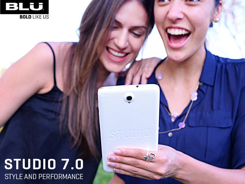 """Blu Studio 7.0 je """"první"""" 7palcový telefon na světě"""
