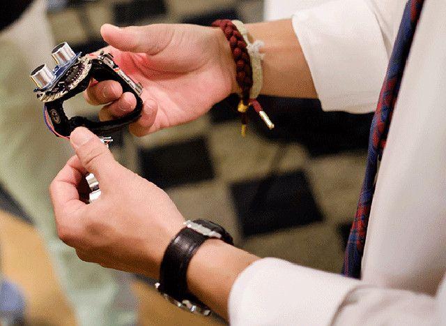 Speciální hodinky jako pomocník pro nevidomé