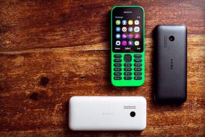 Microsofts-Nokia-215-3