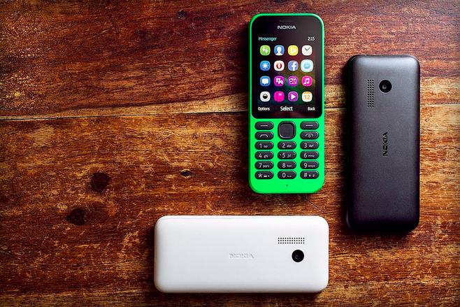 Nokia 215 – základní model pod křídly Microsoftu