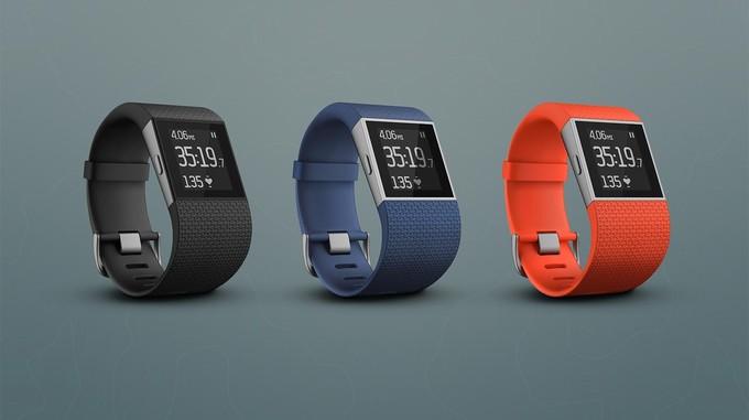 Fitbit oživuje řadu o náramek Charge HR a hodinky Surge