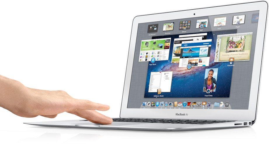 apple-12q2-macbook-air-13-hand-lg (1)
